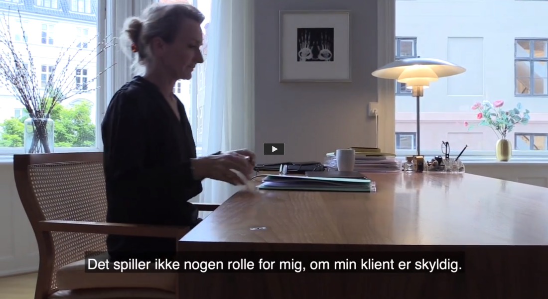 Karoline Normann er en af Danmarks bedste forsvarsadvokater. Følg med hende, når hun skal forsvare sin klient, der er tiltalt for at være i besiddelse af otte kilo kokain.